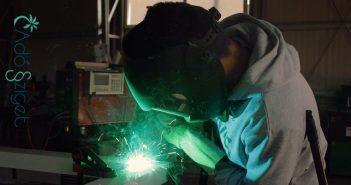 Mi a különbség a többletmunka és a pótmunka között?
