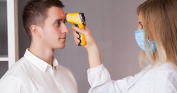 Jogszerű lehet a kötelező munkahelyi lázmérés?